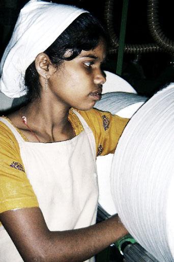 Jeune ouvrière textile © The Hindu